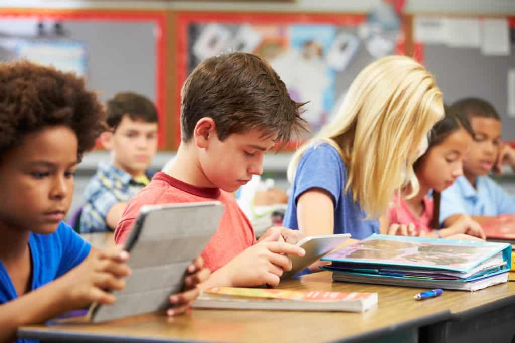 students-using-digital-learning-setda-broadband-initiative-iii-report